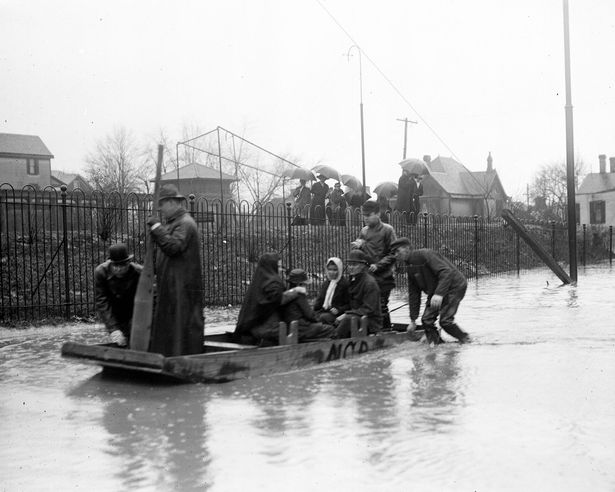 1913 Flood: NCR Boat helping people during the flood (JPG)